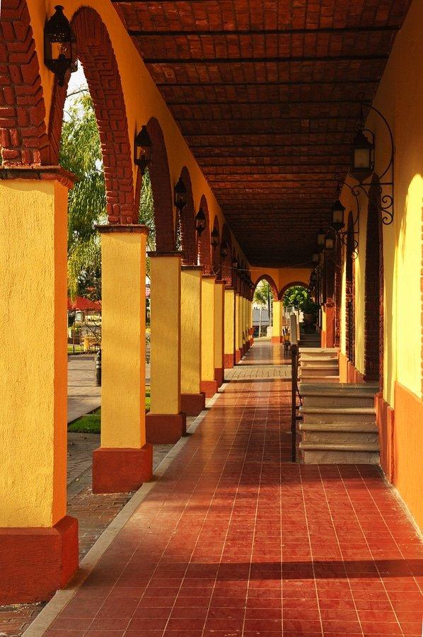 Tlaquepaque shopping district in Guadalajara