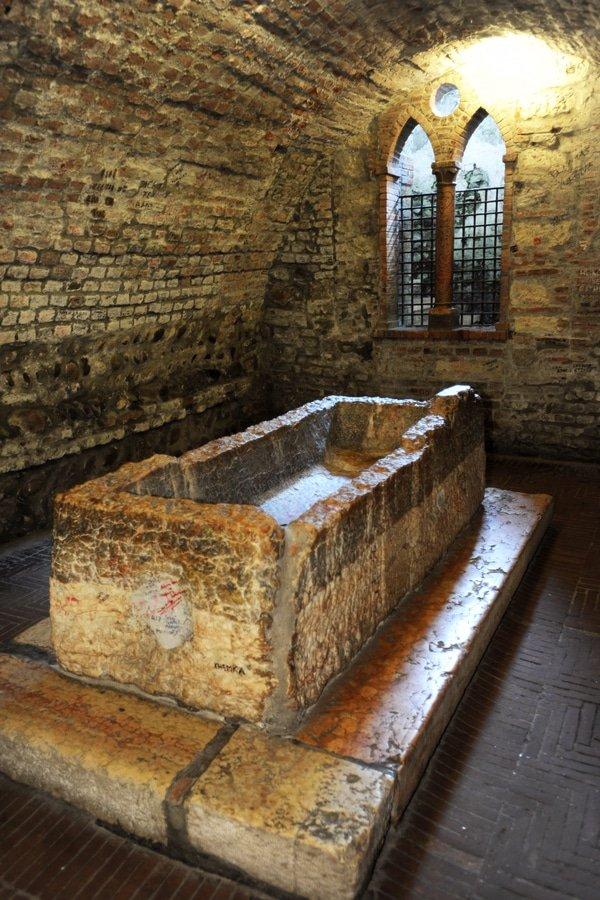 Juliets' tomb, Verona, Italy