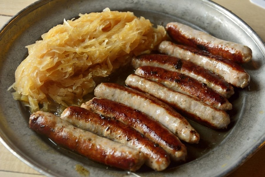 Nürnberger Bratwurst with Sauerkraut
