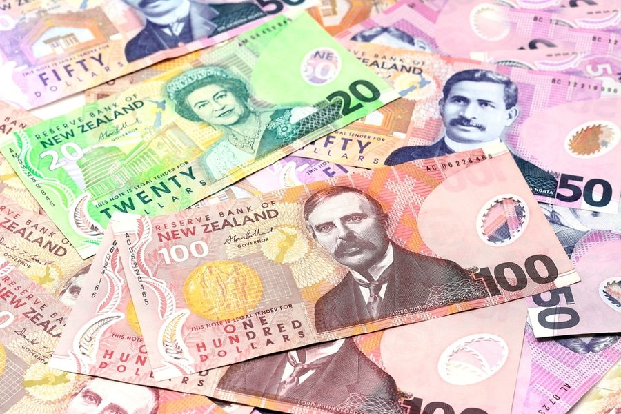 Dollar notes in New Zealand currency $100 $50 $20