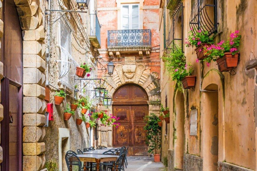 Street cafe, Positano, Amalfi coast, Italy